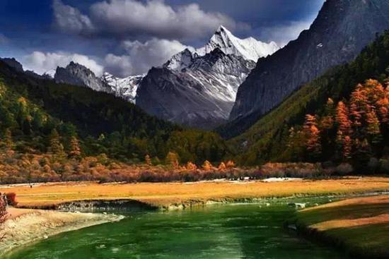 西南 四川       稻城亚丁风景区坐落四川甘孜藏族自治州南部,地处